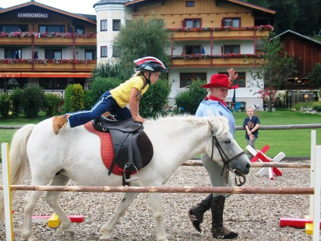 Familienurlaub Pony reiten Hotel Gewürzmühle - Familienurlaub Pony reiten Hotel Gewuerzmuehle Radstadt