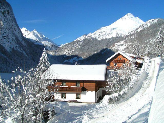 Das verschneite Haus Bergsee - innen kuschlig warm, aussen von der Sonne geküsst - Appartements -  Ferienhaus Bergsee Heiligenblut