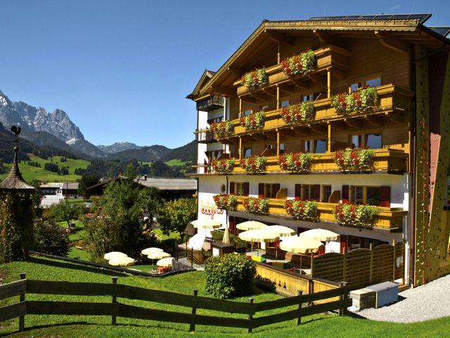 Haus Aussenansicht - Babymio - Familienhotel in den Kitzbueheler Alpen Kirchdorf
