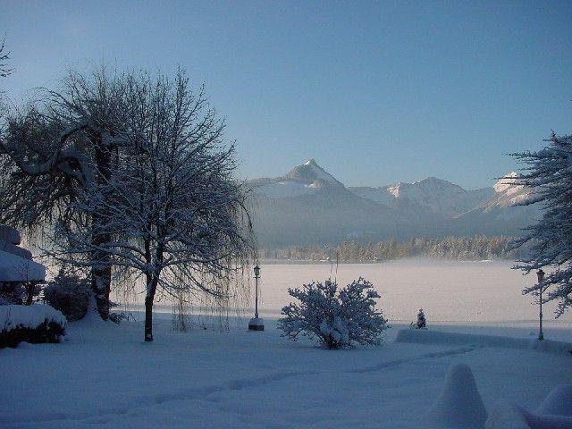 Der Wolfgangsee an einem sonnigen Wintermorgen - Cortisen am See St. Wolfgang