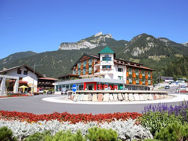 Exterior in summer - Hotel, Cafe & Restaurant Klingler Maurach am Achensee