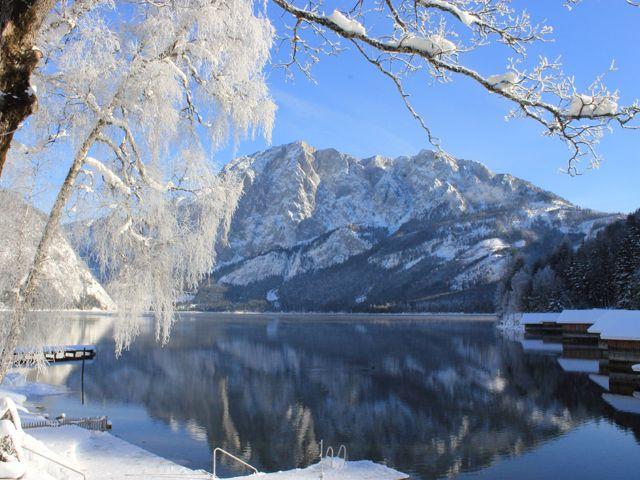 Winterblick über den See - Hotel Seevilla****S Altaussee