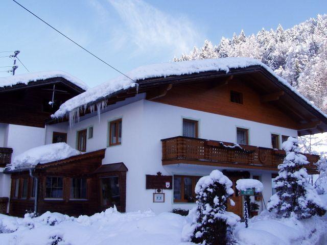 Verschneites Haus Paregger - Haus Paregger Buch bei Jenbach