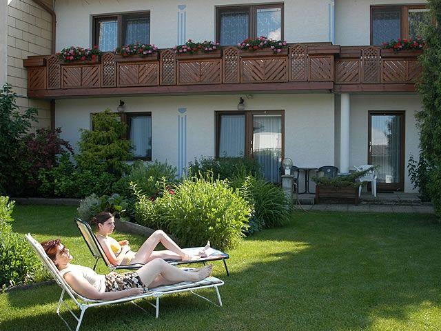 """Garten mit Liegen - Pension """"Die Herberge"""" Podersdorf am See"""