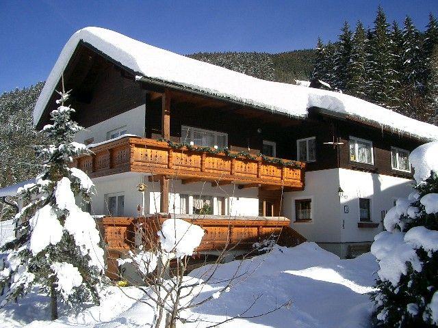 Winteransicht Haus Schmaranzer - Andrea Schmaranzer, Private Komfortzimmer Gosau