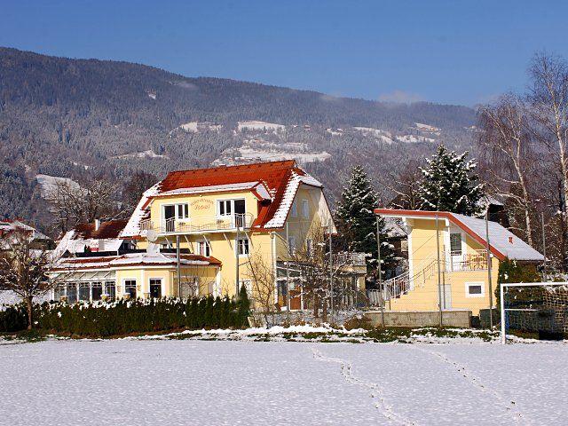 HERZLICH WILLKOMMEN in Rosi's Ferienwohnungen und unserem 'Cafe Lebenslust' - Fewo & Pension Rosi Steindorf am Ossiacher See
