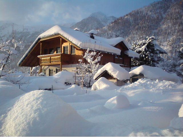 """Unser Haus an einem strahlenden Wintermorgen - Ferienwohnung """"Am Pflanzgarten"""" Ebensee"""