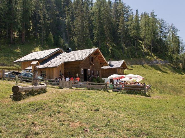 Auf der Karröster Alm kann man sich nicht nur auf dem Weg zum Tschirgant erholen... - Karroesten Tirol