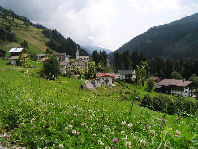 View of Untertilliach, coming from the west. - Untertilliach Tirol