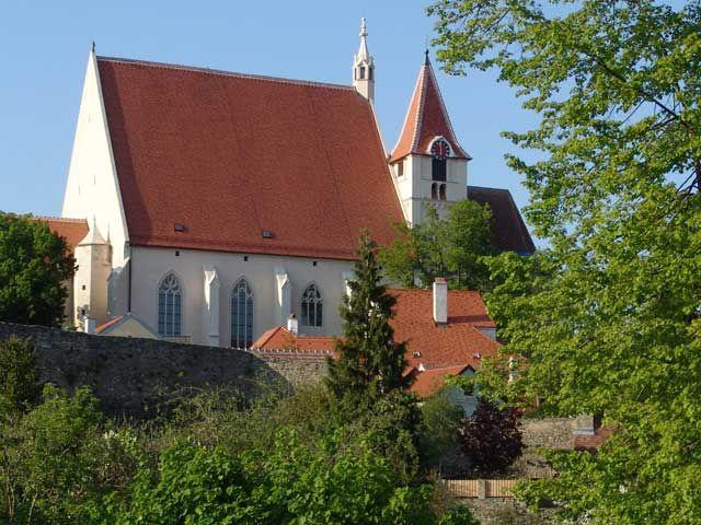 """Die Stadtpfarrkirche """"St. Stephan"""" ist eines der Wahrzeichen Eggenburgs. - Eggenburg Niederoesterreich"""