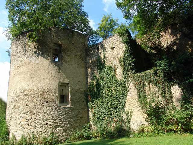 Die zur Gänze erhaltene Eggenburger Stadtmauer ist eine Besonderheit! - Eggenburg Niederoesterreich