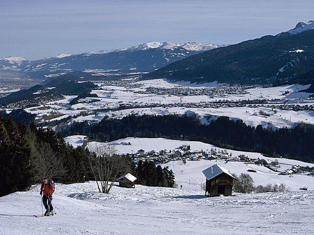 Skitourengeher aufs Rangger Köpfl - Blick aufs Mitttelgebirge! - Ranggen Tirol