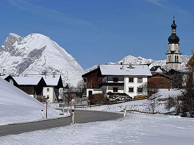 Die Ortseinfahrt von Ranggen - im Hintergrund die Hohe Munde! - Ranggen Tirol