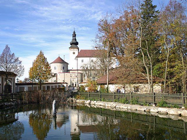 Kefermarkt ist mit dem Flügelaltar und dem Schloss Weinberg ein bedeutender Kulturort geworden - Kefermarkt Oberoesterreich