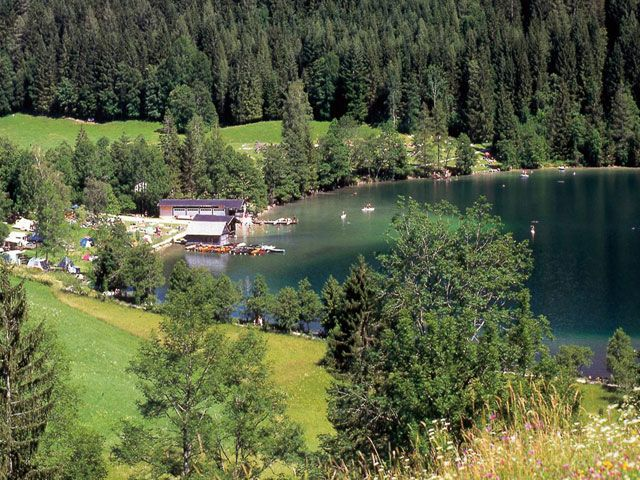 Bild: Das Naturjuwel Gleinkersee, eingebettet in wunderschöner Berglandschaft - Pyhrn-Priel Oberoesterreich