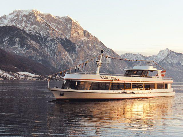 Winterliche Traunsee Schifffahrten werden zu einem unvergesslichen Erlebnis mit traumhaften Impressionen. - Gmunden Oberoesterreich