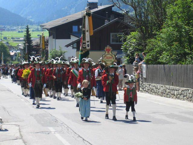 Eine der traditionellen Prozession im Dorf Sillian. - Sillian Tirol