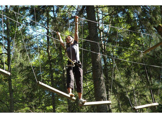 Im Hochseilgarten erwarten Sie neue Herausforderungen an Mut und Geschicklichkeit. - Sillian Tirol