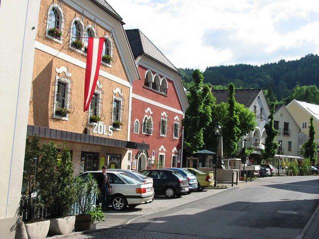 Bild: Das wunderschöne Ortsbild von Windischgarsten lädt ein zum Shoppen. - Windischgarsten Oberoesterreich