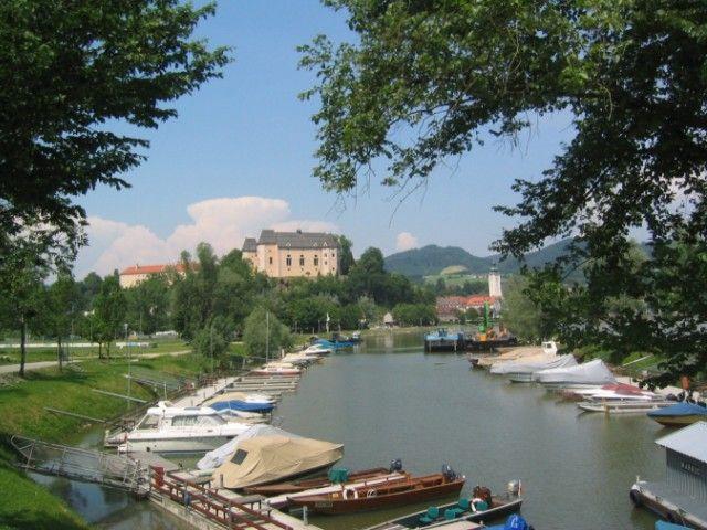 Blick vom Bootshafen auf Grein~Donau - Grein Oberoesterreich