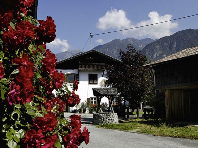 Hier können Sie noch eine Zisterne aus dem Mittelalter sehen. - Unterperfuss Tirol