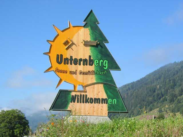 Schon am Ortseingang heißen wir Sie herzlich willkommen. - Unternberg Salzburg