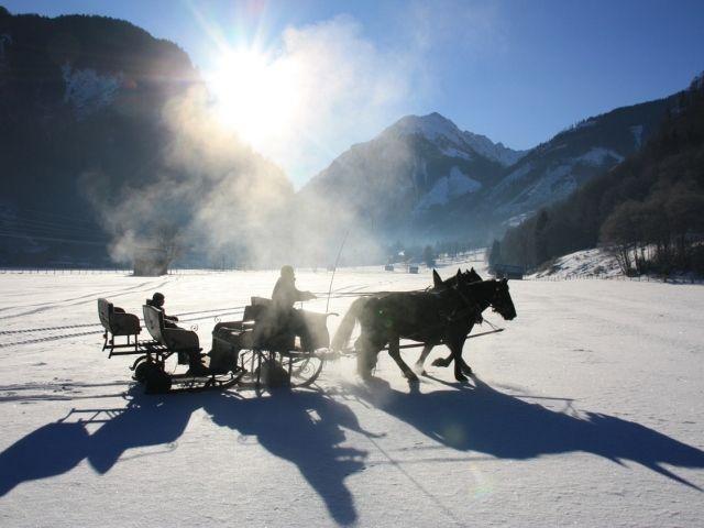 Eine gemütliche Fahrt mit dem Pferdeschlitten durch die tief verschneite Winterlandschaft. - Uttendorf / Weißsee Salzburg