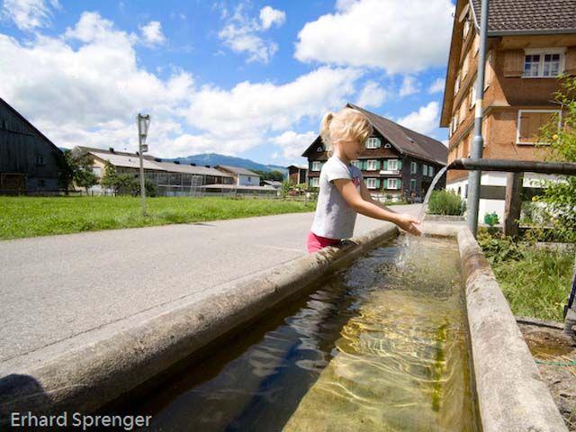 Mädchen in der Parzell Außerdorf - Egg Vorarlberg