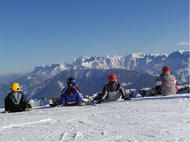 Snowboarder lieben die seitlichen unpräparierten Hänge des Heumahdgupfes und die unpräparierte Abfahrt ins Tal (schwarz). - Ebensee Oberoesterreich