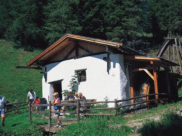Hinterlocher Mühle. Wöchentlich kostenlose Schaumahlungen. - Ellboegen Tirol