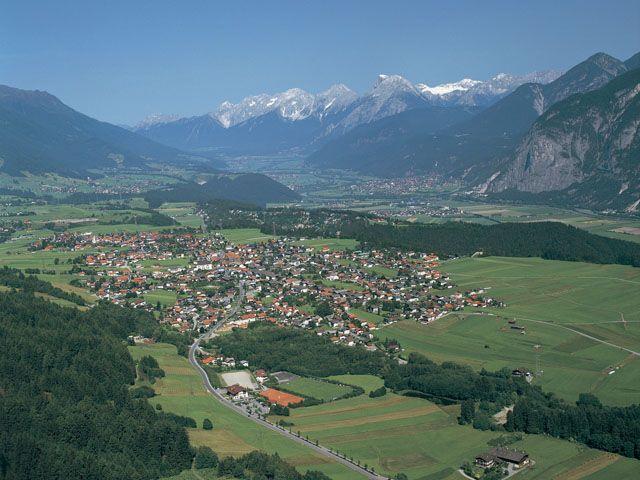 Luftbildaufnahme Götzens - Goetzens Tirol