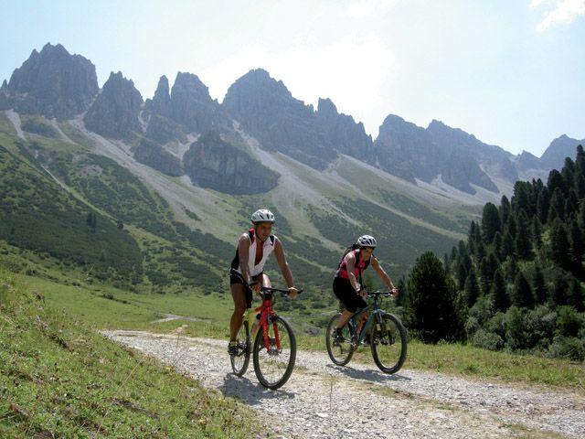Mountainbiken - Kalkkögel im Hintergrund - Goetzens Tirol