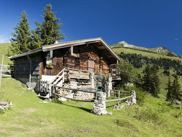 In unzähligen Hütten und Berggasthöfen können sich die Wanderer mit Bio-Produkten & regionalen Schmankerln stärken. - Kufstein Ferienland Tirol