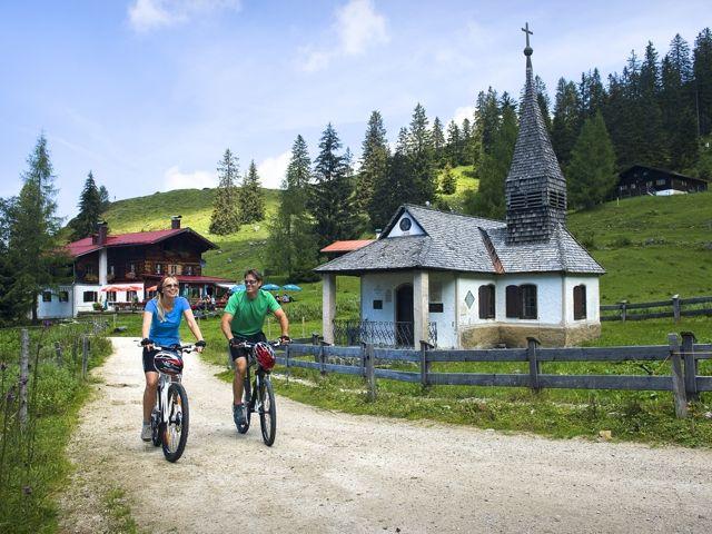 Auf Genussradler warten über 220 km markierter Radwege, Mountainbiker dürfen sich über ein ebenso umfangreiches wie anspruchsvolles Wegenetz freuen. - Kufstein Ferienland Tirol
