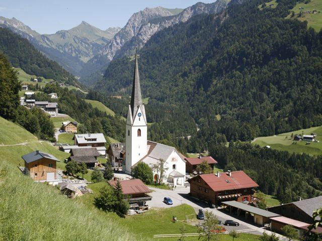 Dorfkern von Sonntag mit Blick ins hintere Tal - Sonntag-Buchboden Vorarlberg