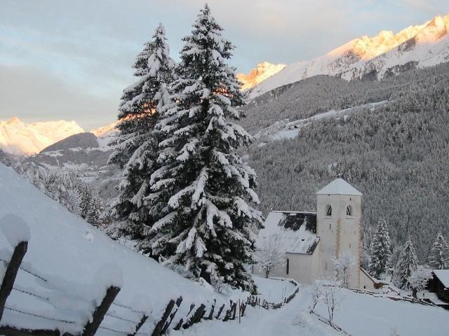 St. Nikolaus ist durch seine Fresken weit über Tirol hinaus bekannt und auch im Winter einen Spaziergang wert. - Matrei in Osttirol Tirol