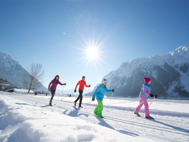 Cross-country skiing is a fun and healthy activity for all ages. - Achensee Region Tirol