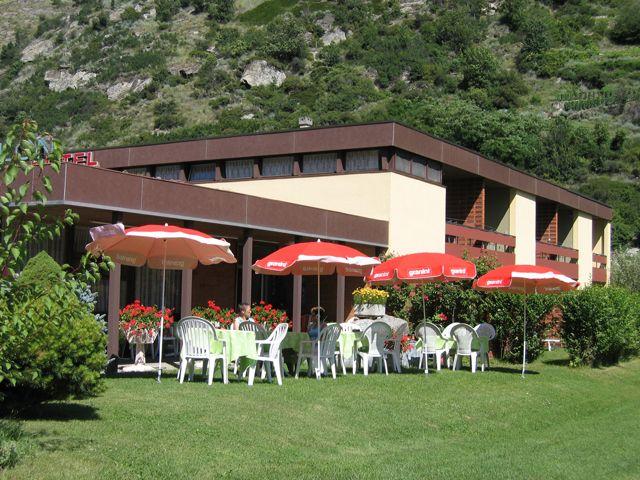 Unser Hotel liegt nur 5 Gehminuten vom Thermalbad Brigerbad entfernt. - Hotel Garni Simplon - Brigerbad Brigerbad