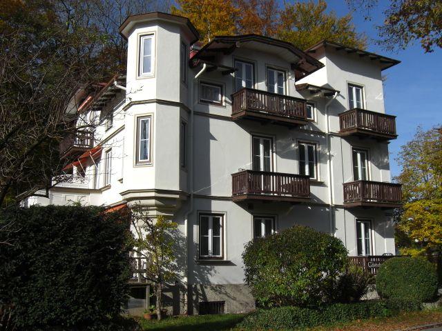 Das Haus, jetzt nach der Fensterrenovierung! Bild vom Dezember 2009. - Gaestehaus Rosl Bad Toelz