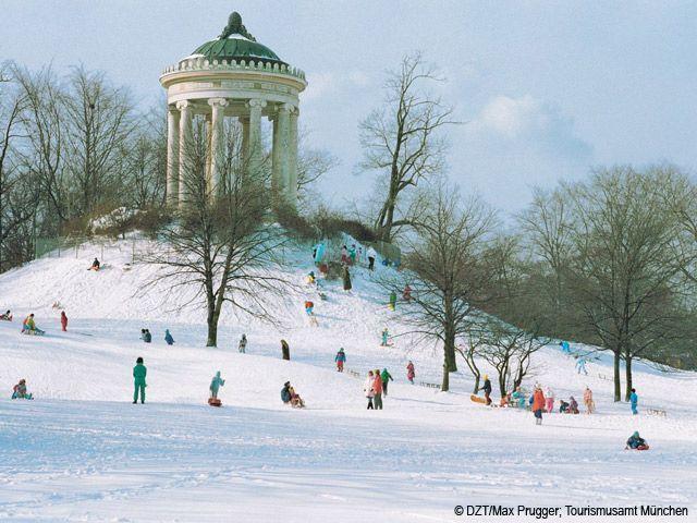 München: Monopterostempel im winterlichen Englischen Garten (Bundesland: Bayern) - Deutschland