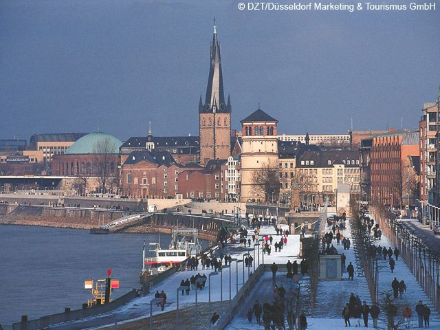 Düsseldorf: Rheinuferpromenade im Schnee (Bundesland: Nordrhein-Westfalen) - Deutschland