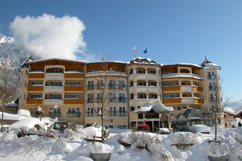 Winterbild Hotelansicht - Vier Jahreszeiten Wellnesshotel Maurach am Achensee