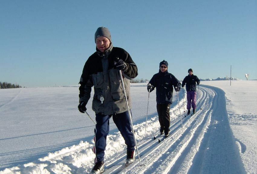 Langlaufen in der AktivWelt FREIWALD Wir bieten Ihnen 30 km bestens gespurte Langlaufloipen und einen 2 km Skating Rundkurs - Unterweissenbach Oberoesterreich
