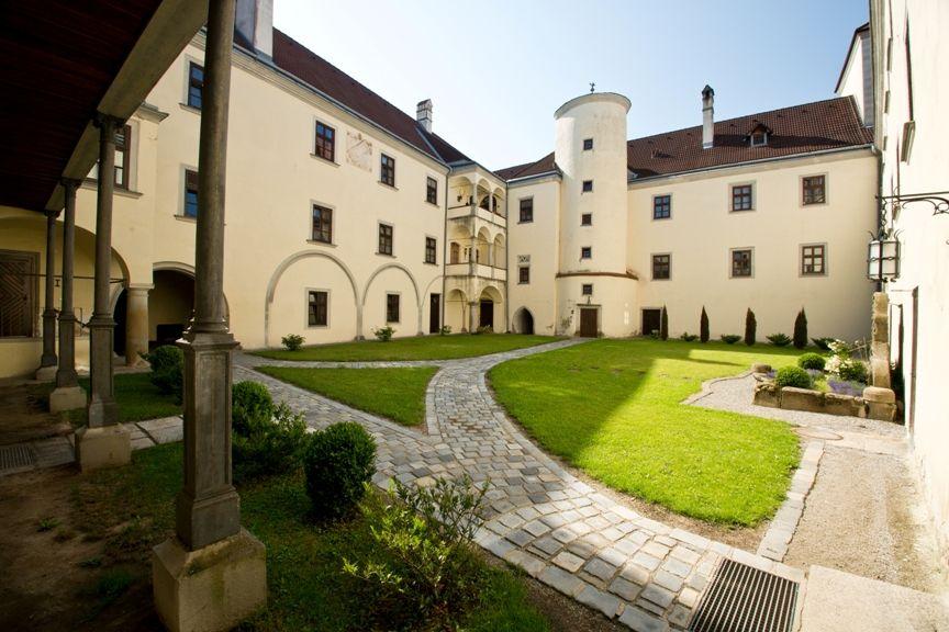 Blick vom Schloßpark auf das ehemalige Habsburg-Schloß - Schloss Gmuend Gmuend