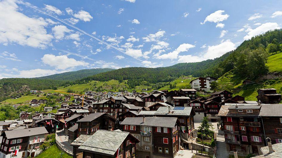 Blick auf das Dorf Visperterminen - Visperterminen Valais