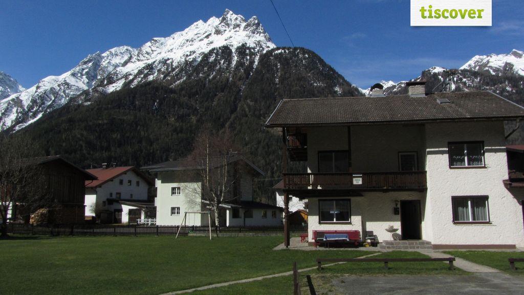 View from outside In summer, Gästehaus Ennemoser
