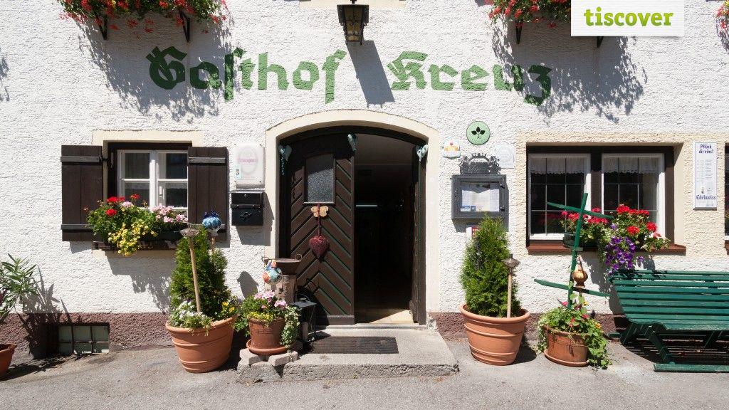 View from outside In summer - Gasthof Kreuz in Rieden - Ferienregion Reutte Ehenbichl