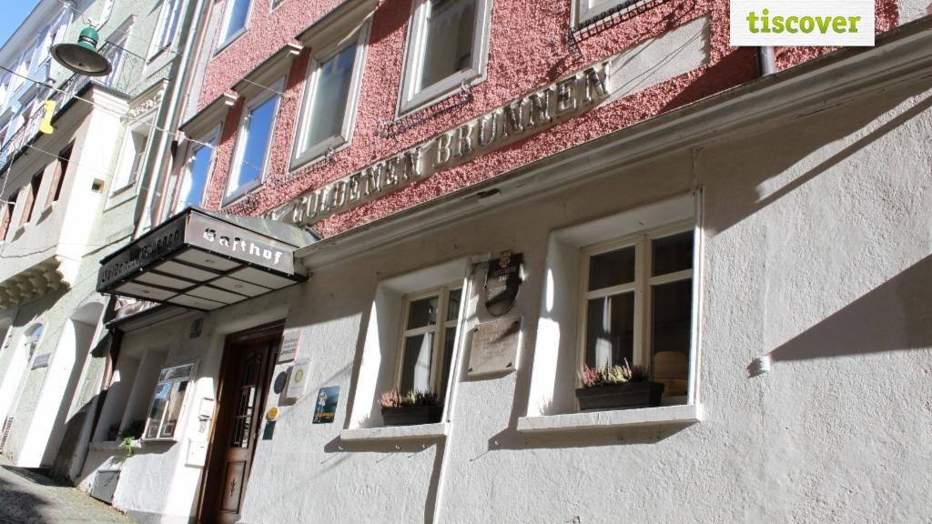 Aussenansicht im Sommer - Keramikhotel Goldener Brunnen in Gmunden Gmunden