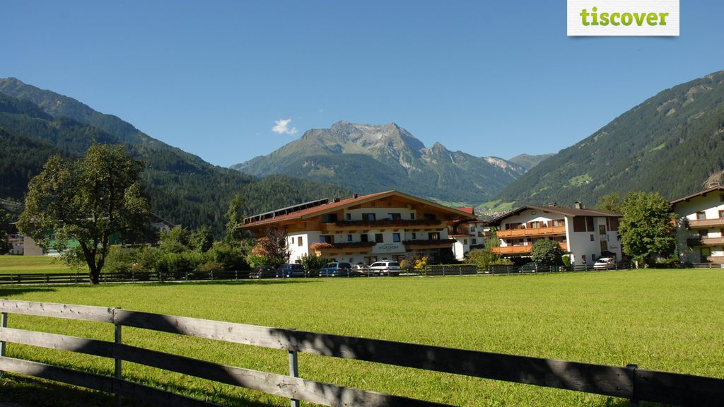 View from outside In summer - Landhaus Gasser Mayrhofen