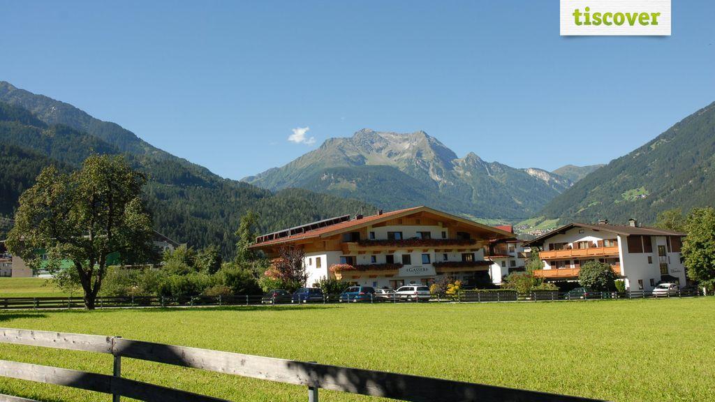 Aussenansicht im Sommer - Landhaus Gasser Mayrhofen